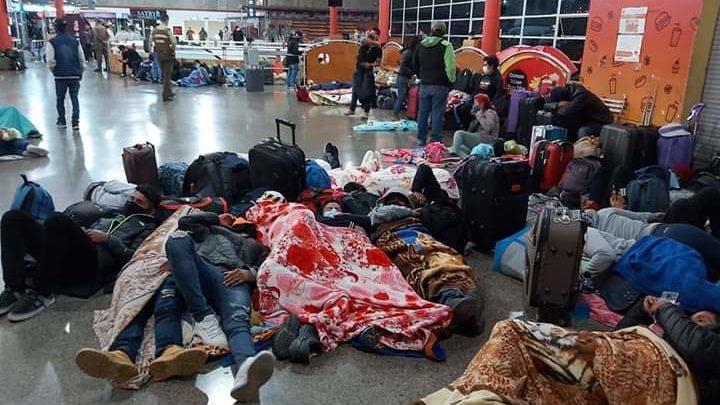 Photo of Otro grupo de bolivianos se encuentran varados en la terminal de Antofagasta intentando volver al pais