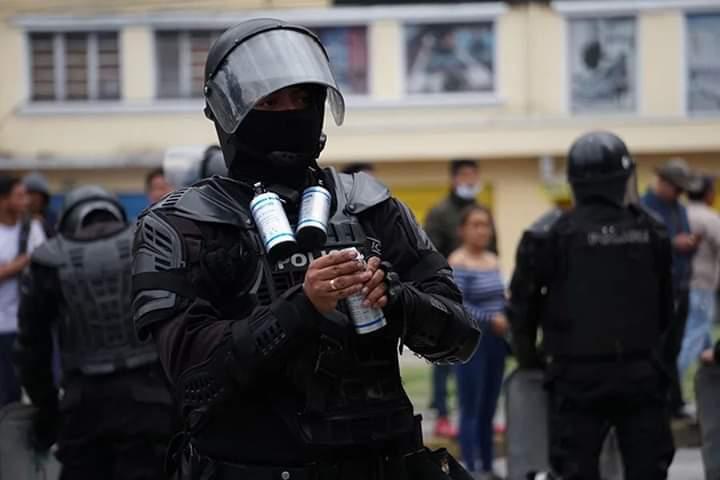 Ministerio de Gobierno designó intermediario para compra de gas lacrimógeno ,Bolivia pagó  39.317 .998 BS