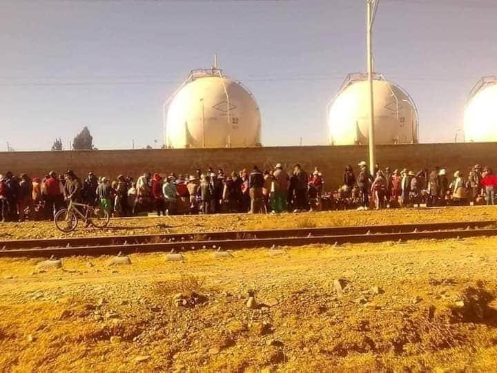 En plena pandemia Largas filas para comprar una garrafa de gas en la ciudad de El Alto