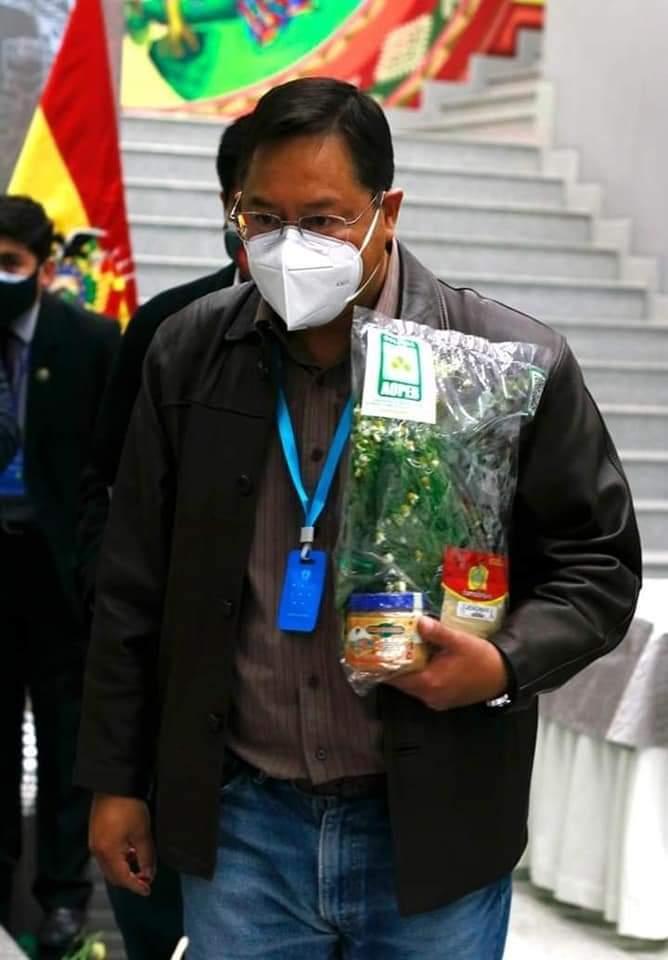 Obreros, universitarios y campesinos recomiendan al Presidente Luis Arce Catacora  al Vicepresidente Choquehuanca hacerse vacunar contra el coronavirus