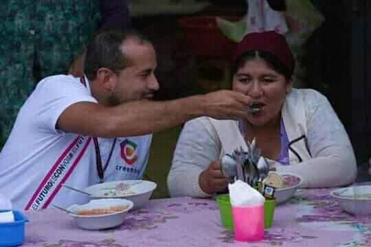 Photo of Las Mujeres Bartolina Sisa repudian al candidato Luis Fernando Camacho por utilizar  la mujer de pollera en su  campaña
