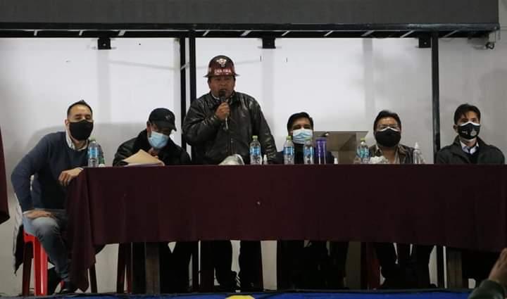 El Ampliado de la COB censuró el paro médico y exhortó al sector en conflicto a trabajar en el plan de vacunación masiva