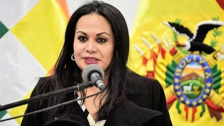 Desde EEUU,Roxana  Lizárraga ex Viceministra de Comunicación dice que Doria Medina propuso a Murillo y Navajas como ministros