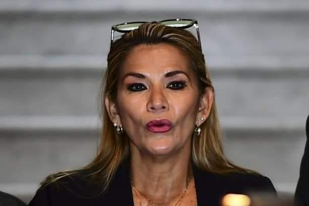 DENUNCIAN QUE 17 PARIENTES DE JANINE AÑEZ CON CARGOS DENTRO DE SU GOBIERNO FIGURAN CON ÍTEMS FANTASMAS