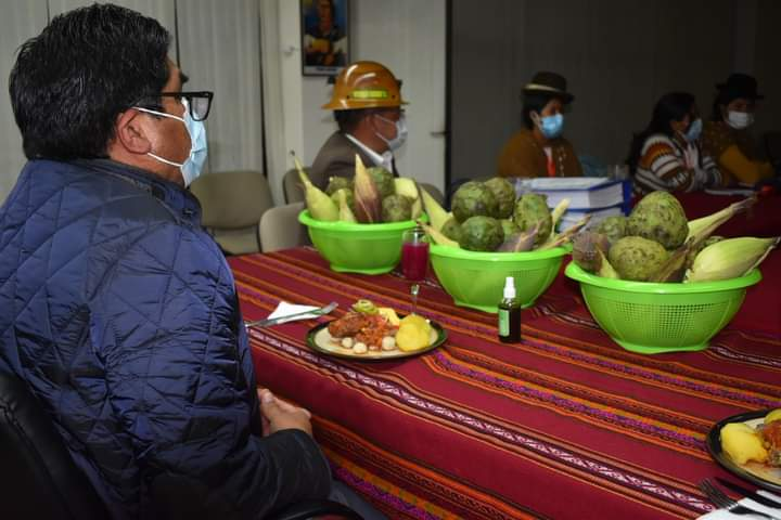 Tras una presentación del potencial productivo y turístico de Sorata, el Ministro de Desarrollo Productivo Néstor Huanca garantizó cuadyuvar al municipio de Sorata