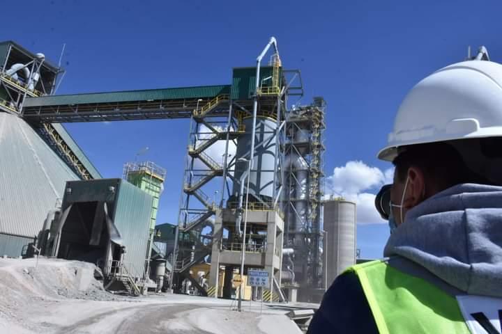 ECEBOL reinicia operaciones con la meta de producir 545.730 toneladas de cemento hasta diciembre