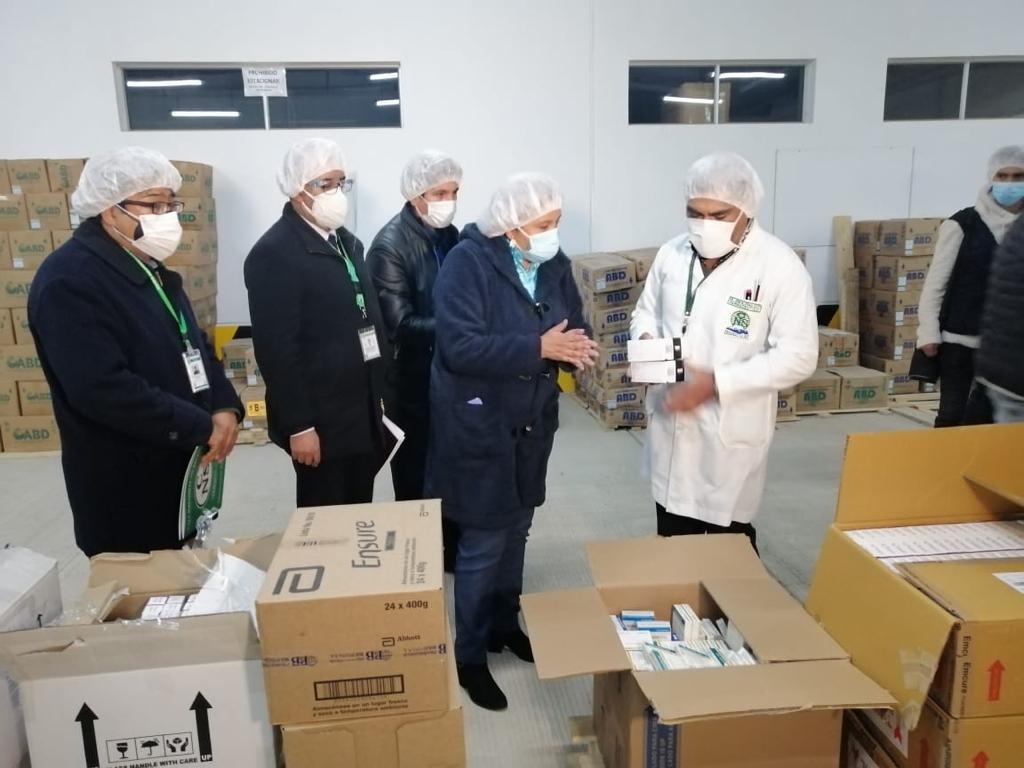 Ministerio de Salud verifica la existencia de medicamentos en hospitales de la CNS, regional La Paz