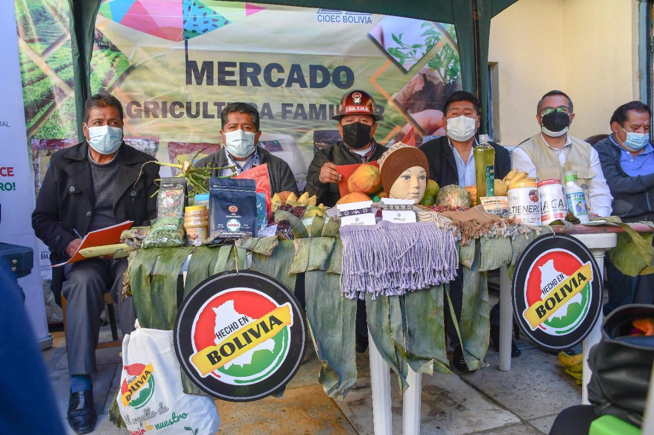 """Productores inauguran """"Mercado de la Agricultura Familiar"""" en La Paz"""